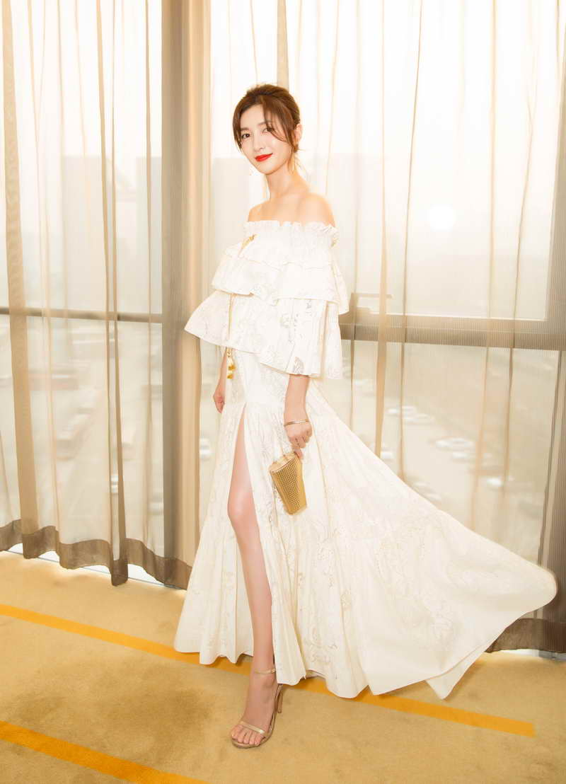 Jiang Shuying in Roberto Cavalli RES'17 Collection at IQiyi All-Star Carnival