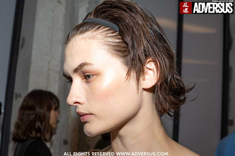 Hair trends SS 2020. Wet looks with a dry texture! Fashion Show: N21 SS 2020. Hair: Holli Smith for Toni&Guy. Foto: Charlotte Mesman