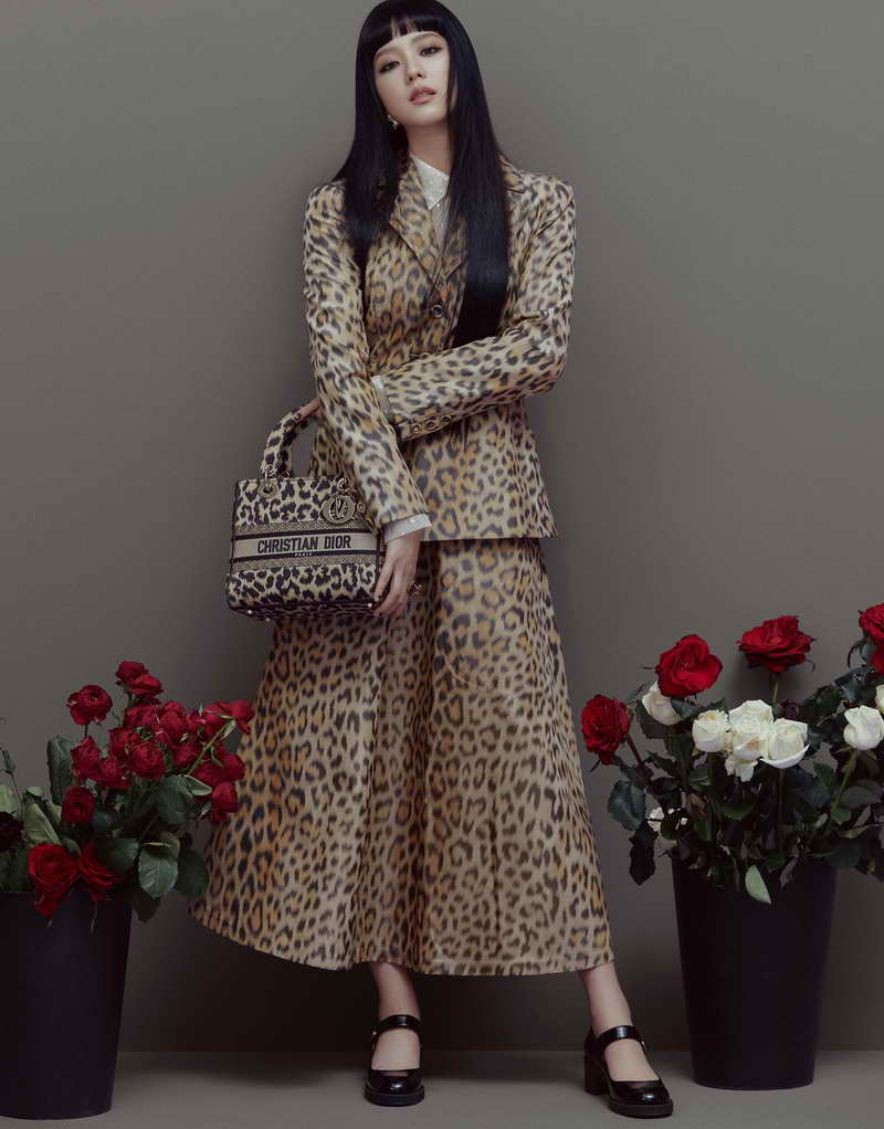 DIOR PRESENTS JISOO OF BLACKPINK IN FALL 2021 WITH LADY DIOR & VESPA SCOOTER