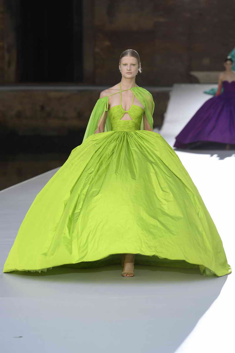 Valentino Des Ateliers. A Haute Couture collection. A community of artists. A dialogue of inspirations