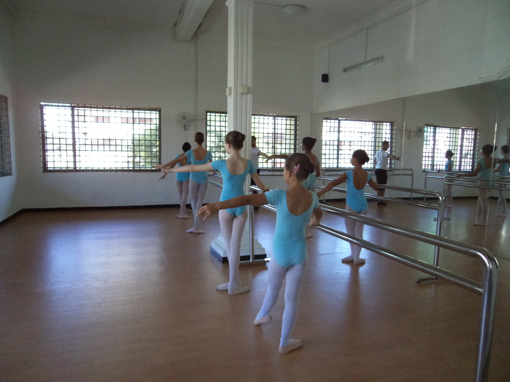 Students at Central School of Ballet Phnom Penh