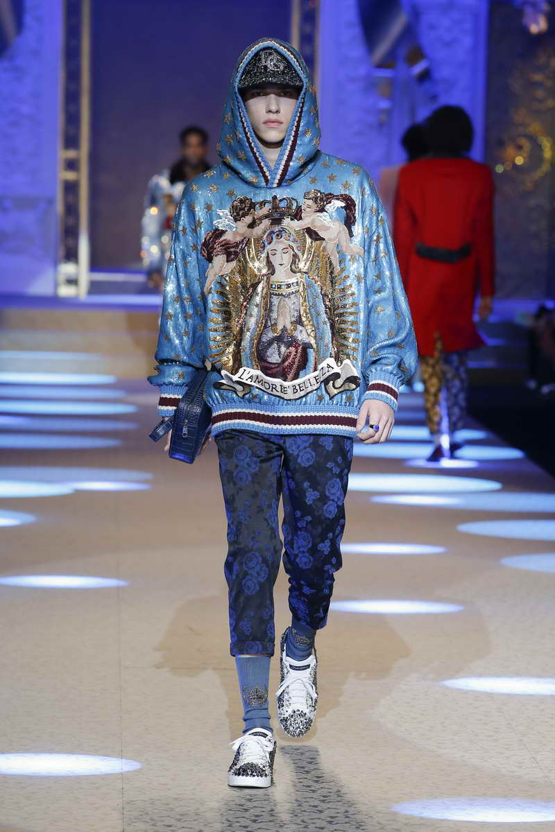fbdc39f63331 Dolce   Gabbana Men s Collection Fall Winter 2018 2019 - TRENDYSTYLE ...