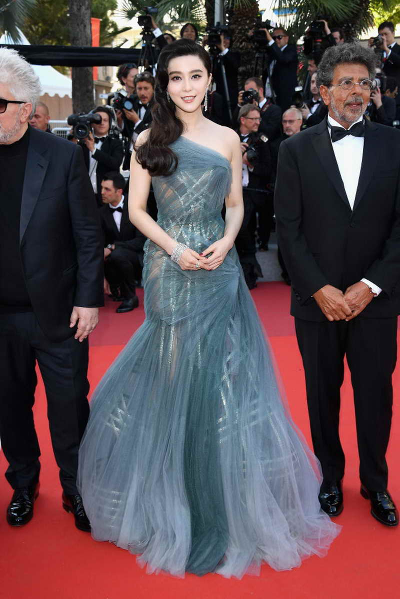 Fan Bing Bing in Atelier Versace at the 70th Cannes Film Festival Closing  Ceremony e0a72252bb3