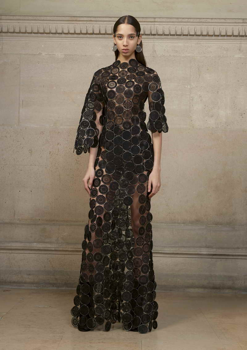 YASMIN Long asymmetric dress made entirely of thin metal rings covered with organza hand embellished with geometric motifs.