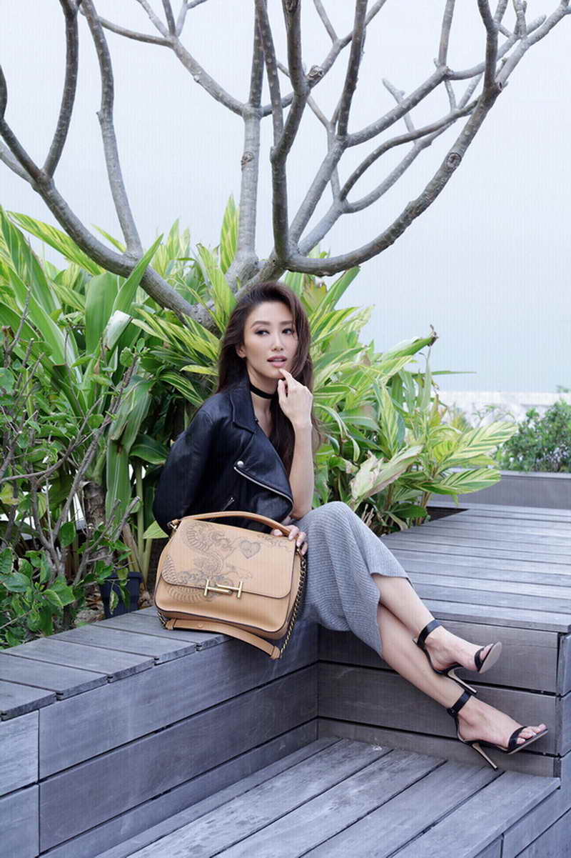 Jennifer TSE wearing Tod's Tattoo bag