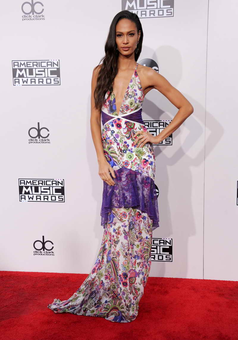 LOS ANGELES, CA - NOVEMBER 20:  Model Joan Smalls arrives at the 2016 American Music Awards at Microsoft Theater on November 20, 2016 in Los Angeles, California.  (Photo by Gregg DeGuire/WireImage)