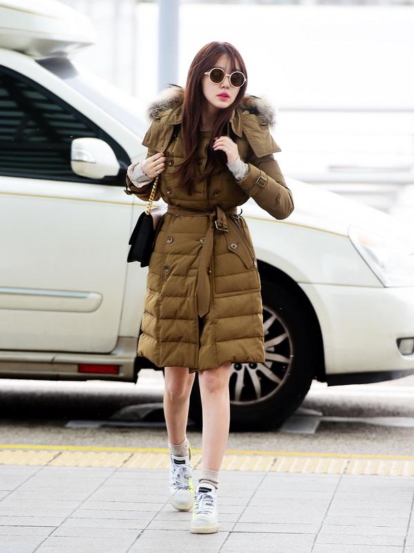 Korean Actress Yoon Eun Hae ___ wearing a Burberry down-filled coat at Incheon International Airport in Seoul, 1 December 2014