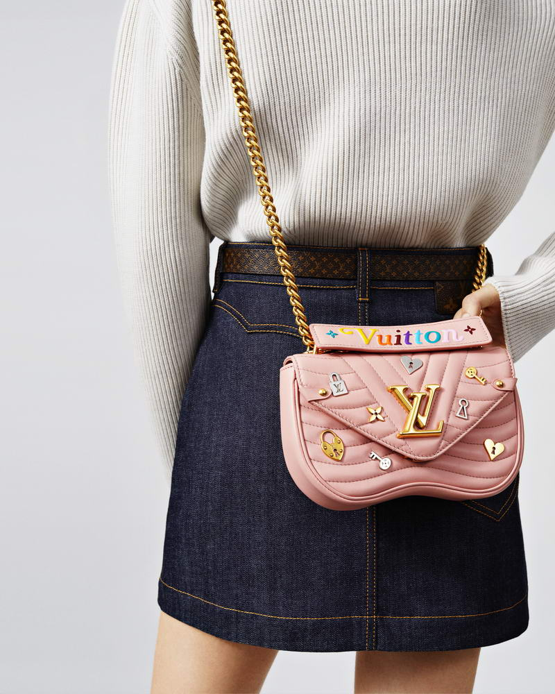 LV NEW WAVE LOVE LOCK CHAIN BAG MM PINK HK$23,200