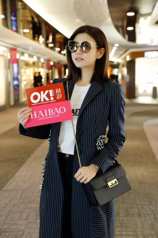 Michelle Chen carrying LANVIN small black Jiji Bag at Taipei airport
