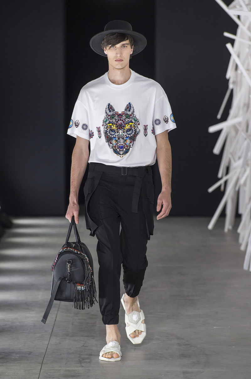 Wolf Totem SS 2019