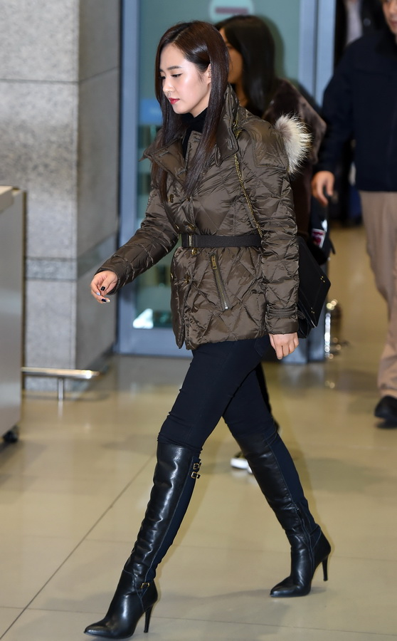 Yuri from Girls Generation (____ - __) wearing a Burberry puffer at Incheon International airport in Seoul, 23 November 2014