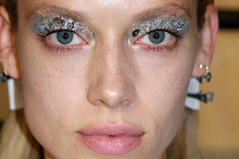 Glitter eye make-up at the Francesco Scognamiglio SS 2018 Fashion Show, make-up: Jessica Nedza, ph. Mauro Pilotto