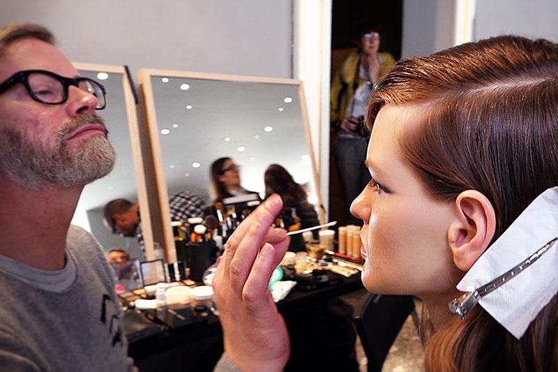 Make-up eyeliner