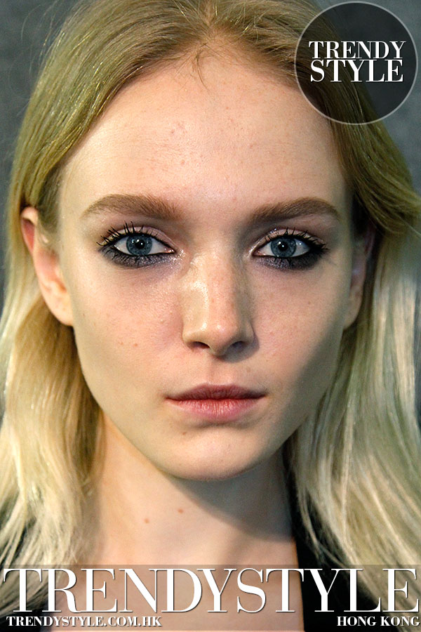 Make-up trend: messy mascara