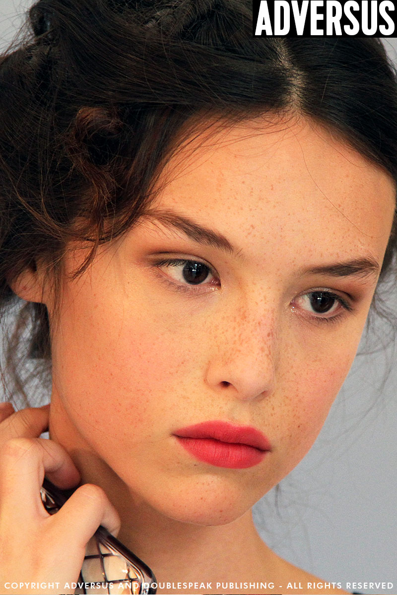 A romantic makeup look with MAC Makeup Artist Cynthia Rivas for Luisa Beccaria Summer 2019