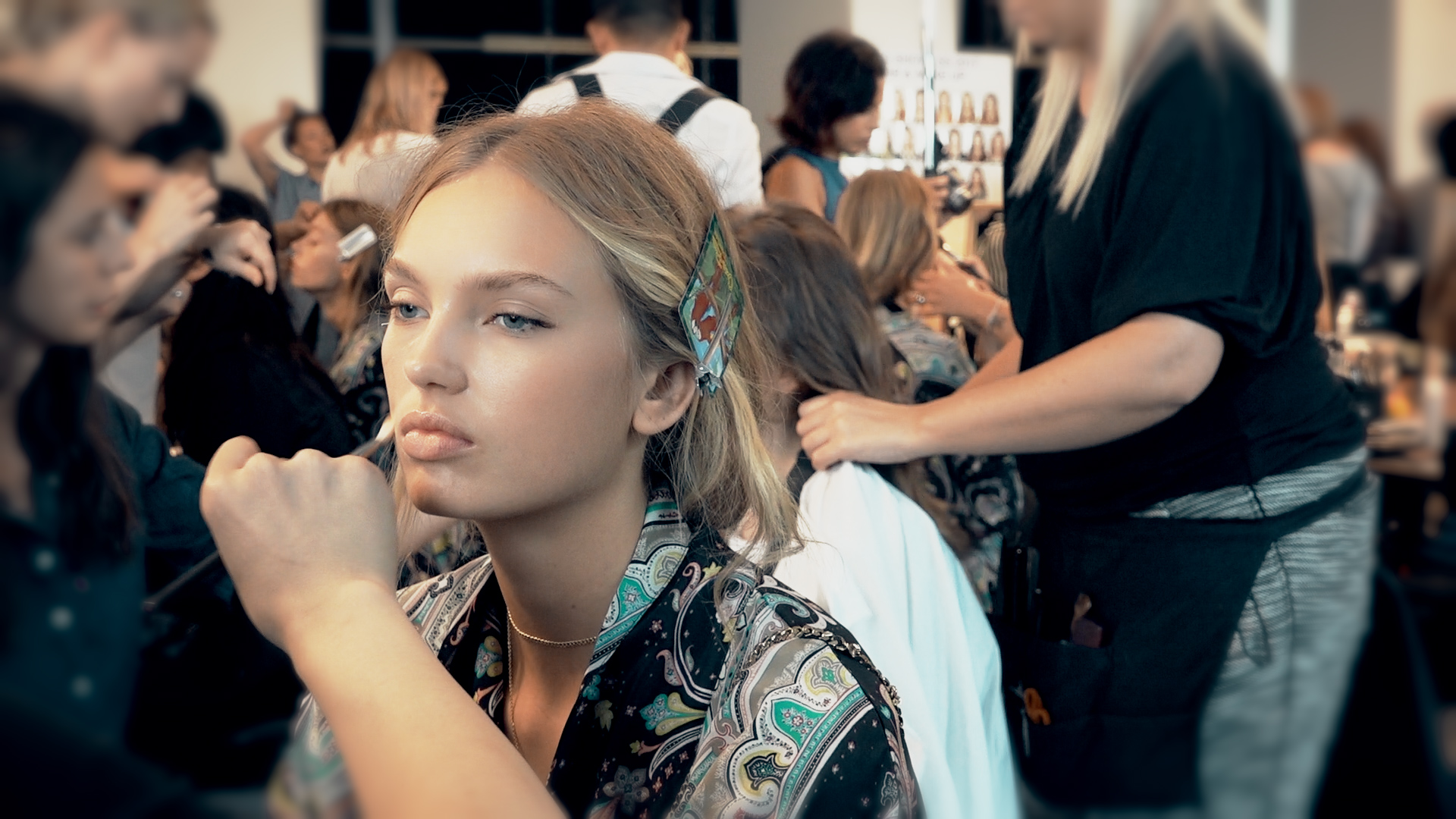 Flirty eyes, curled lashes, and soft cheeks for the Etro Summer 2017 Show