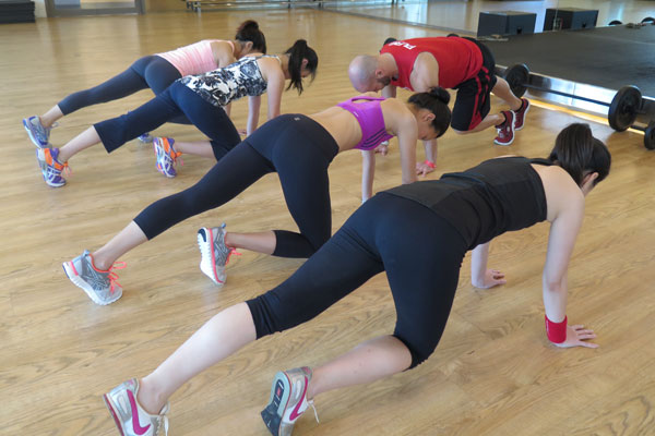 HIIT (High Intensity Interval Training) MOUNTAIN CLIMBERS